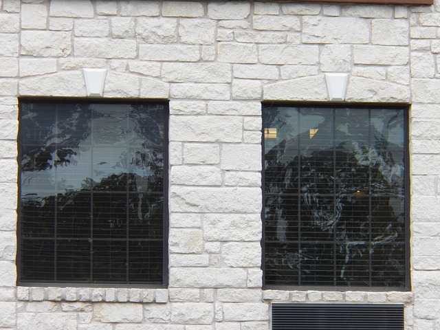 Anti-glare window