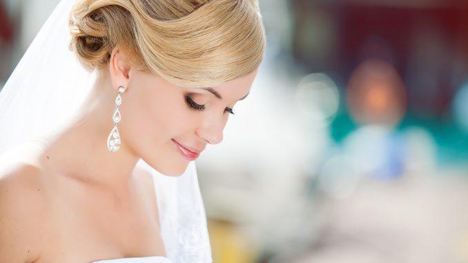 Beautiful bride on an outdoor wedding