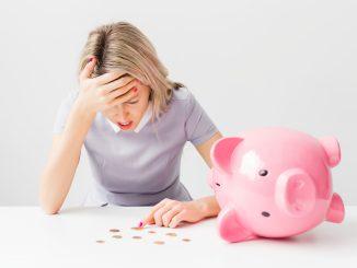 woman losing money