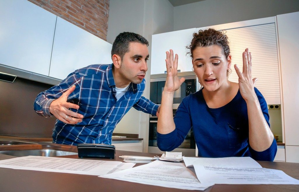couple fighting over financial issues