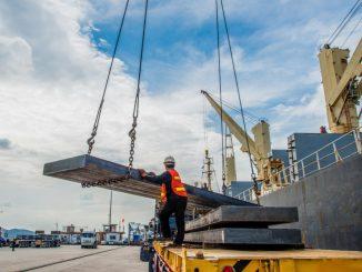 man lifting the cargo