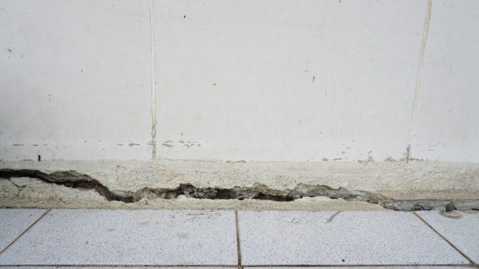 cracked floor concrete