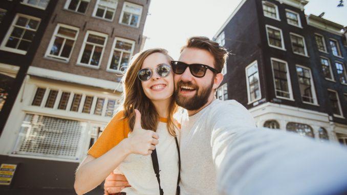 tourist couple taking a selfie
